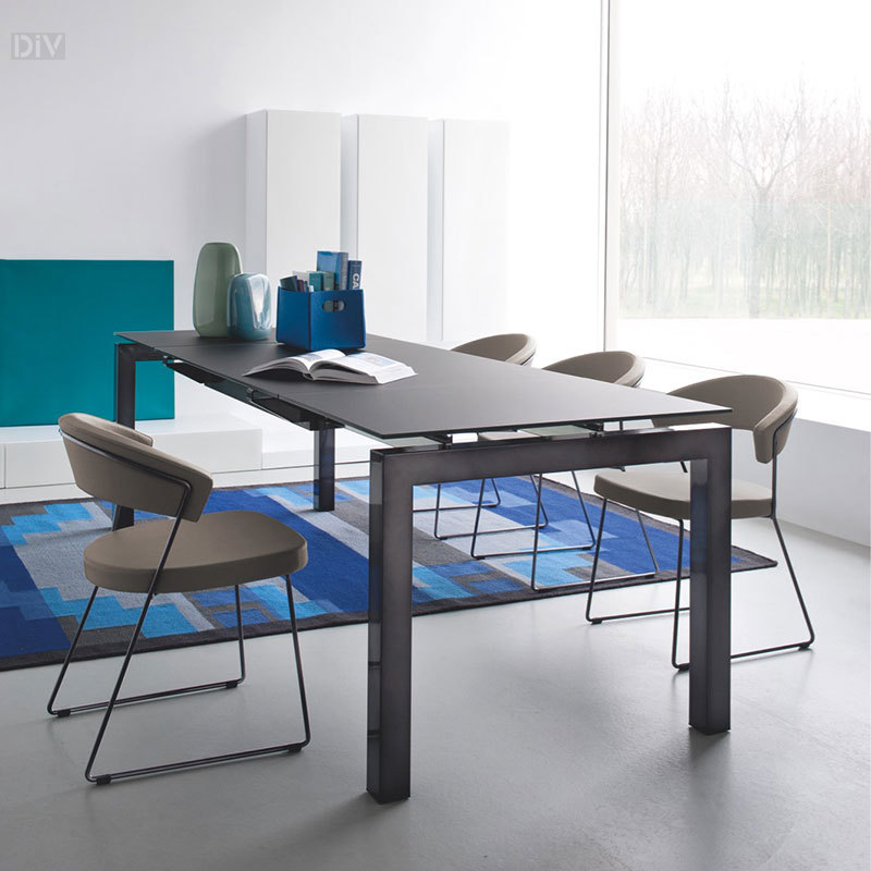 Elegant Calligaris Airport Extendable Dining Table